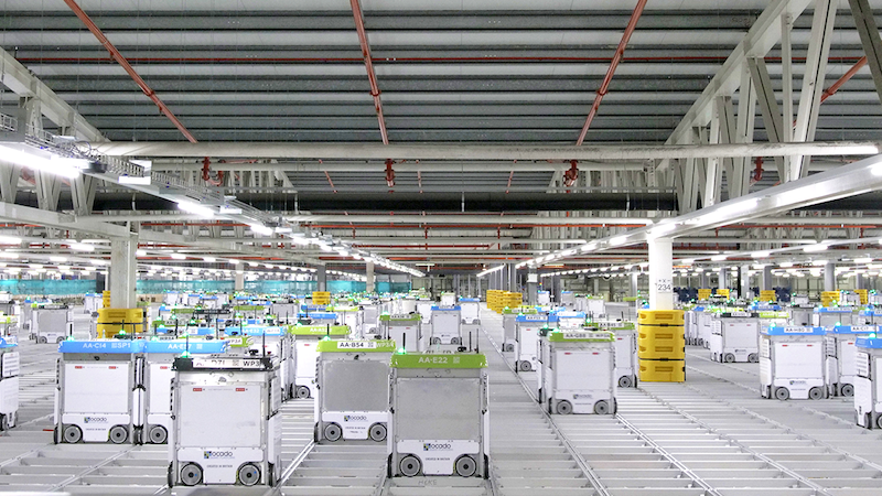 роботы на складе Окадо